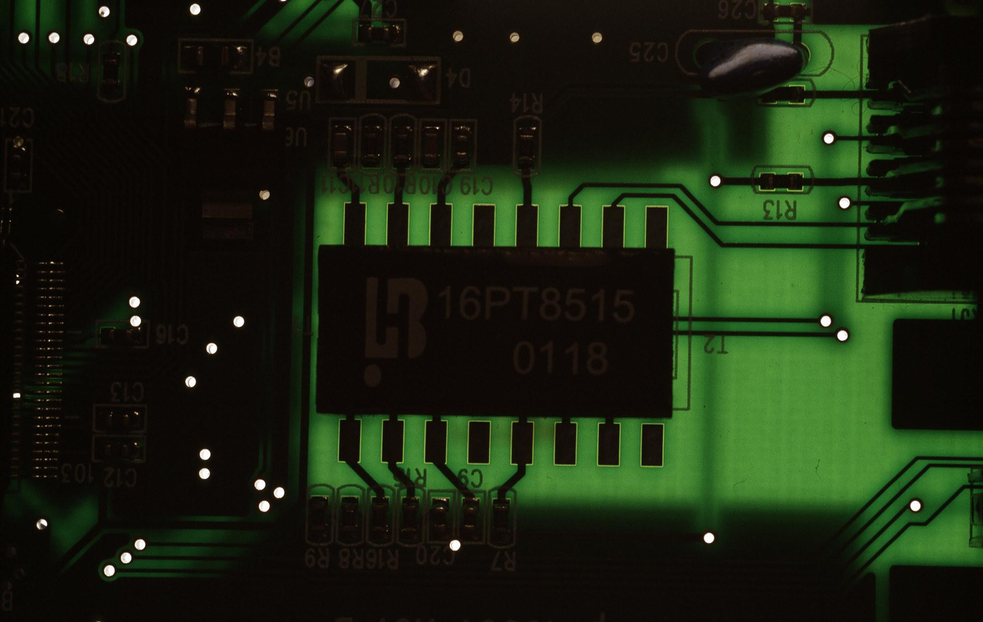 蓝宝石官网上线专为服务器设计的 GPRO X070
